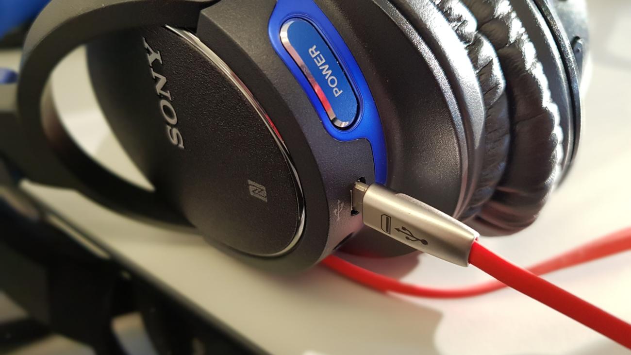 Sony Kopfhörer mit Ladekabel von MPPK